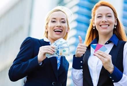Scapa-ti portofelul sau geanta de jungla bancnotelor si monedelor: 8 motive pentru a folosi cardul in locul numerarului