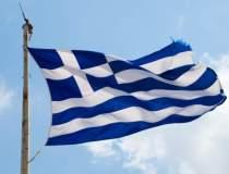 Grecii stau la cozi pentru a...
