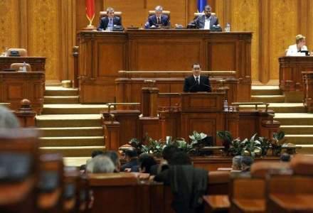 Salariile parlamentarilor ar putea creste din toamna la 9.000 de lei