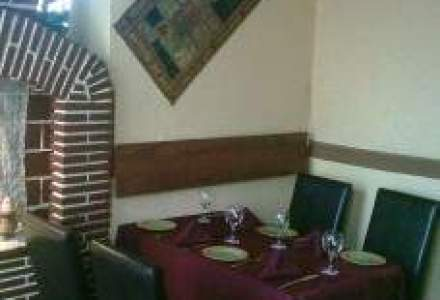 Un restaurant pe saptamana: La Karishma se duc bucurestenii sa vada chelneri (o cronica subiectiva)