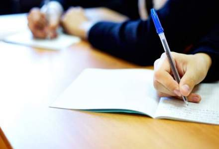 Absolventi de liceu sustin de luni probele scrise la bacalaureat