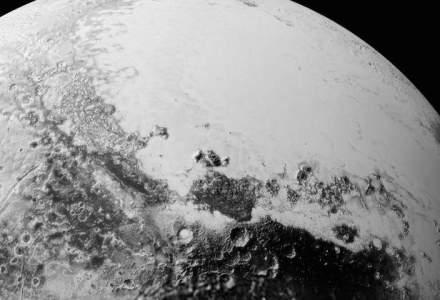 Fotografii spectaculoase cu planeta pitica Pluto, realizate de sonda New Horizons, publicate de NASA