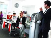 (P) Cafeaua la birou, intre...