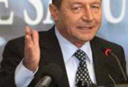 Alba-neagra cu TVA: Basescu vrea pensii impozitate