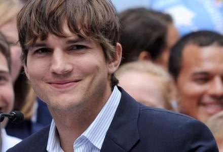 Actorul Ashton Kutcher investeste intr-un start-up care produce biberoane handsfree