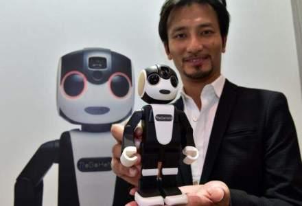 Cum arata smartphone-ul robot care...danseaza [VIDEO]