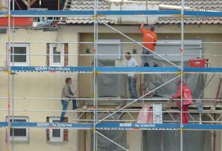 Romanii aloca intre 2.000 si 4.000 de euro pentru renovarea unei locuinte: economiile pierd teren, iar principala sursa de venit este creditul bancar
