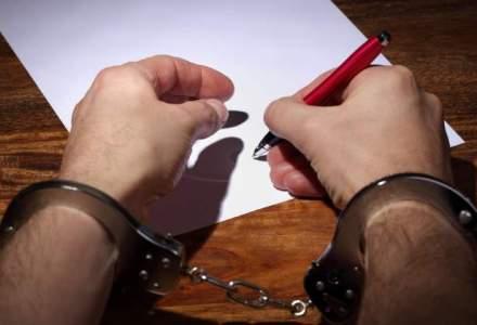 """The Guardian: Cartile scrise de detinuti, o """"portita"""" ce submineaza campania anticoruptie a Romaniei"""