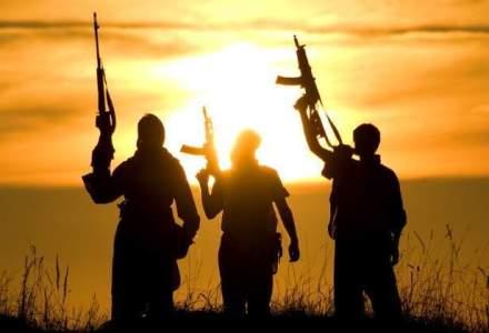 Incendii de amploare la depozitele petroliere din Libia in cea de-a treia zi de ofensiva a guparii Statul Islamic