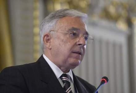 """Mugur Isarescu: Cresterea salariilor este inevitabila in Romania, dar trebuie facuta prudent, """"cate putin"""""""
