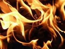 Un barbat si-a incendiat...
