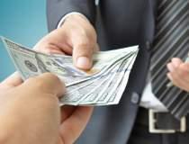 Bloomberg: Dolarul da semne...