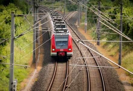 Accident in Ilfov: un tren a lovit o cisterna incarcata cu GPL. Mecanicul a fost ranit