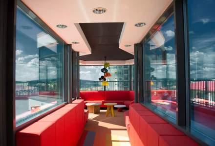 In vizita la softistii clujeni care si-au construit sediul de la zero: cum arata birourile tailored-made ale Fortech