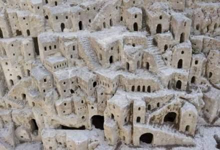 Cum arata orasul-pestera, asezarea locuita inca din epoca de piatra in care oamenii duc o viata simpla