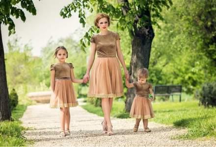 Antreprenoarea care a renuntat la un salariu de 10.000 lei pentru a imbraca mamele si fiicele in tinute identice