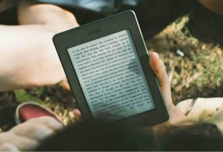 Noul Kindle Oasis e mai adaptat pentru citit, dar mai departe de tableta