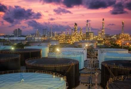 Barilul de petrol depaseste 50 de dolari pentru prima oara in sase luni