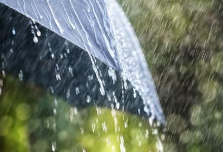 MAI: 41 de localitati din opt judete, afectate de ploile torentiale si de inundatii