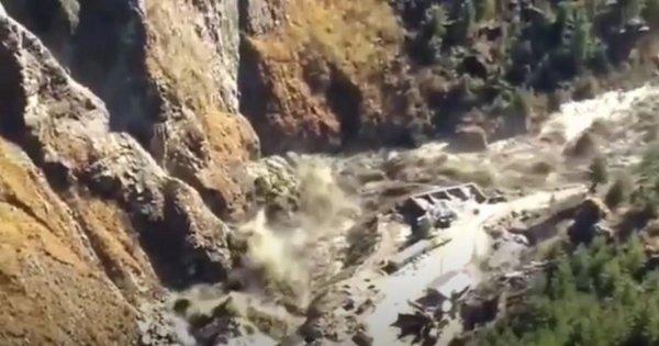 VIDEO: Un ghețar din Himalaya s-a prăbușit