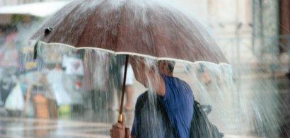 Alertă de ploi și vijelii în aproape toată țara
