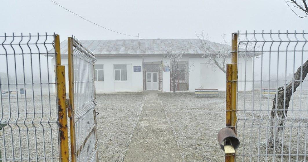 Un tablou sumbru al învățământului românesc: Într-o ţară cu prea puține scoli noi, un ONG a început să le renoveze pe cele existente