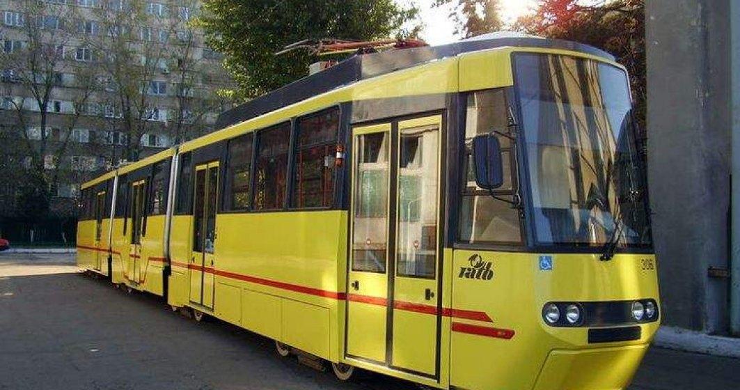 Un tramvai a luat foc in zona AFI Cotroceni din Capitala. Patru persoane au nevoie de ingrijiri medicale