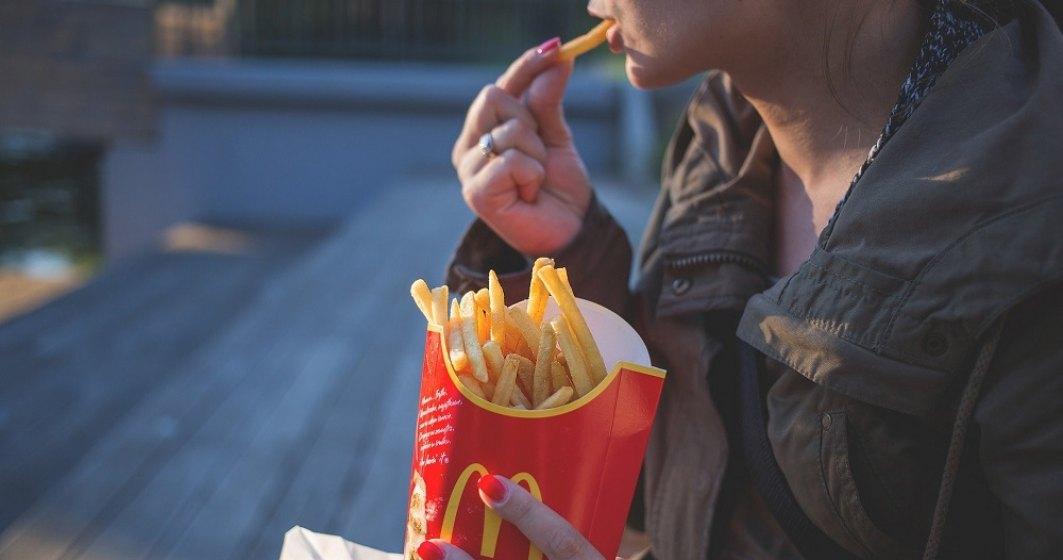 Bill Gates face cartofi prăjiți pentru McDonald`s
