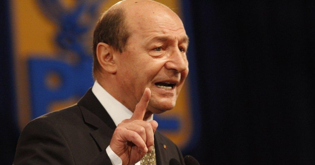 CORONAVIRUS | Băsescu: De mai bine de o lună, trebuia declarată starea de urgenţă