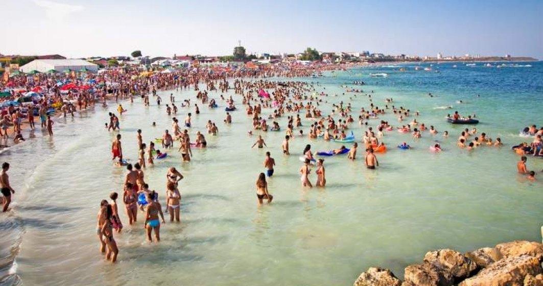 Peste 50.000 de turisti se afla pe litoral in acest weekend. Atractia principala, un show aviatic pe Aerodromul Tuzla