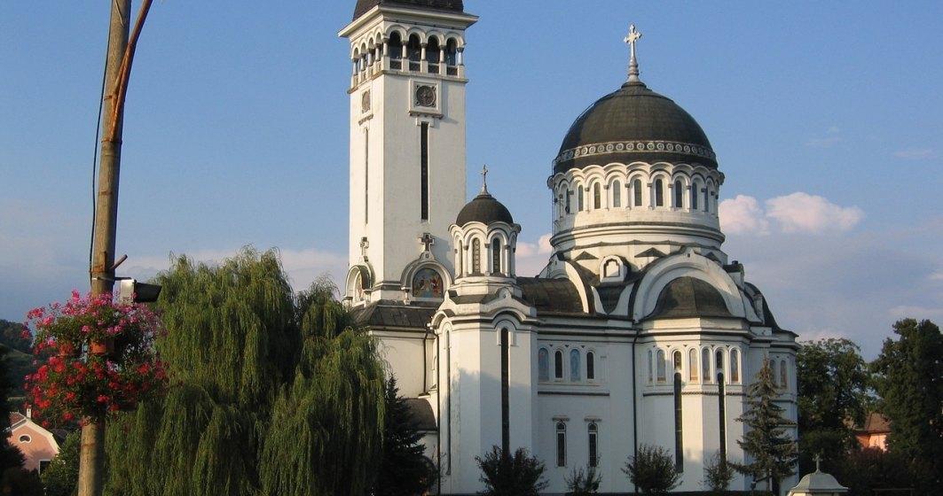 Nelu Tătaru explică de ce se poate intra în biserici și în teatre nu: Biserica este a cartierului