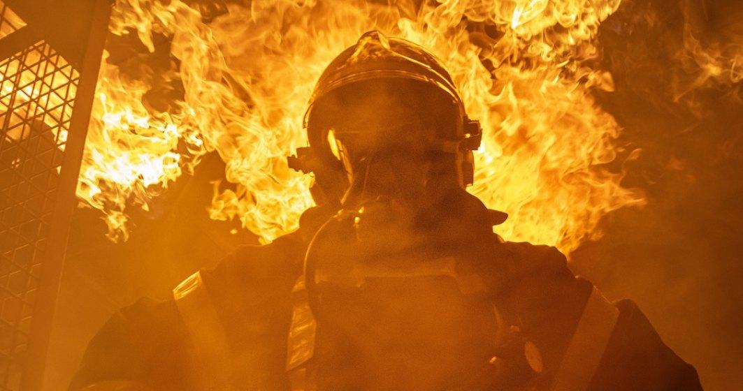 BREAKING: Incendiu într-un bloc de pe Șoseaua Colentina din București