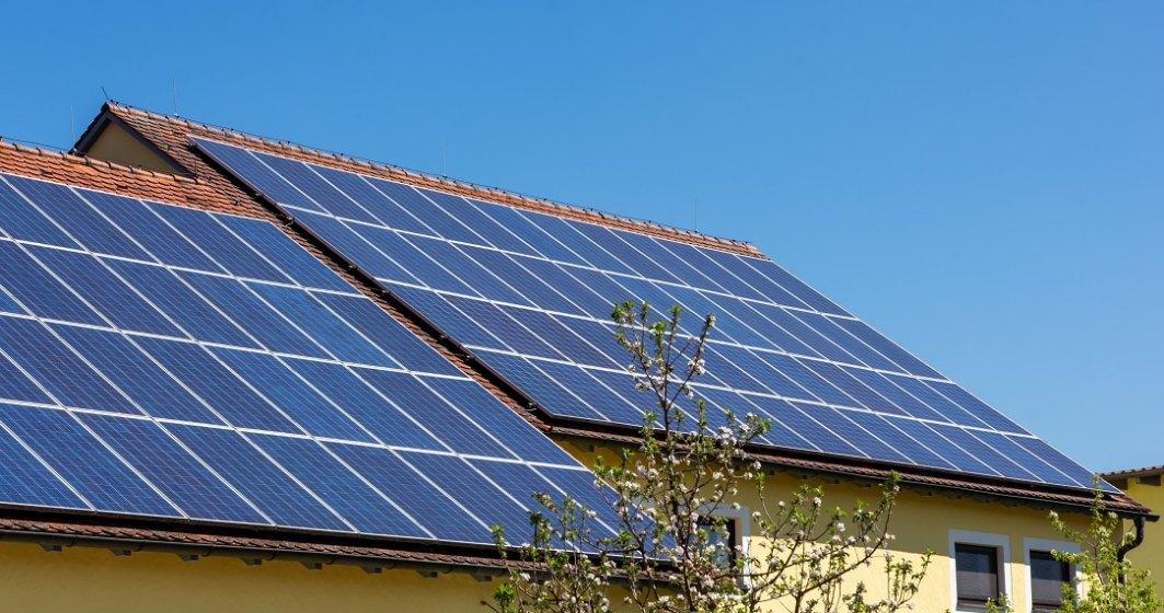 """A inceput programul """"Casa Verde"""": cum poti primi 20.000 de lei pentru a-ti instala panouri foto-voltaice"""