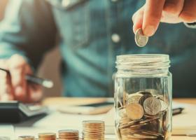 Ce oferte au băncile pentru cei care vor să pună bani deoparte: Soluții de...
