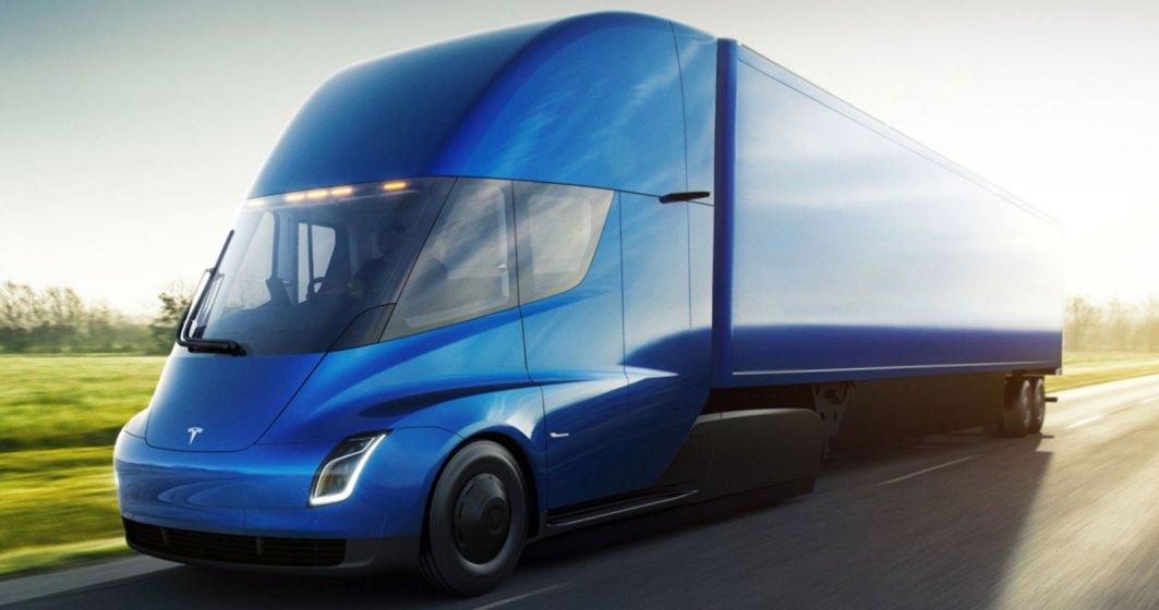 Elon Musk ne atrage din nou atentia cu un camion electric si a doua generatie Tesla Roadster