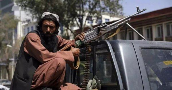 După ce au escortat americani, talibanii promit să garanteze securitatea...