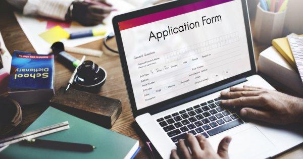 Cum să iei un credit 100% online: băncile care oferă această variantă și ce...