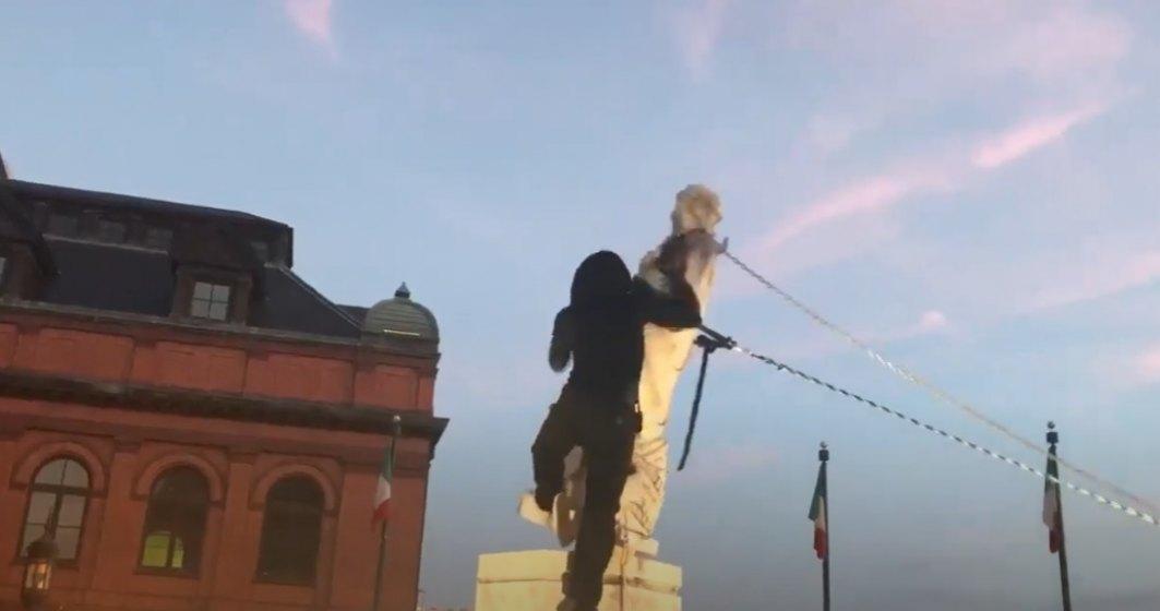 VIDEO Protestatarii din SUA au dărâmat statuia lui Cristofor Columb din Baltimore