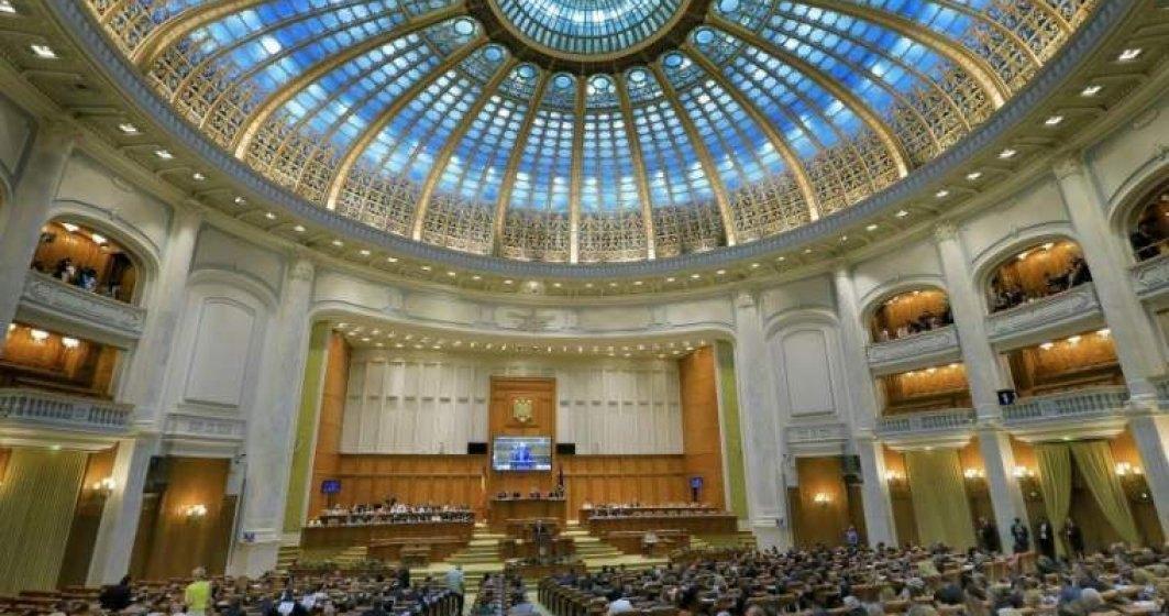 Pensile speciale ale deputatilor si senatorilor au fost abrogate printr-un nou proiect de lege, care a trecut tacit de Senat