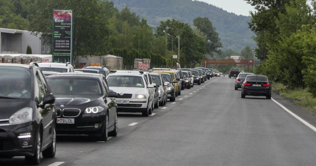 Trafic intens pe Valea Prahovei. Polițiștii recomandă rute alternative