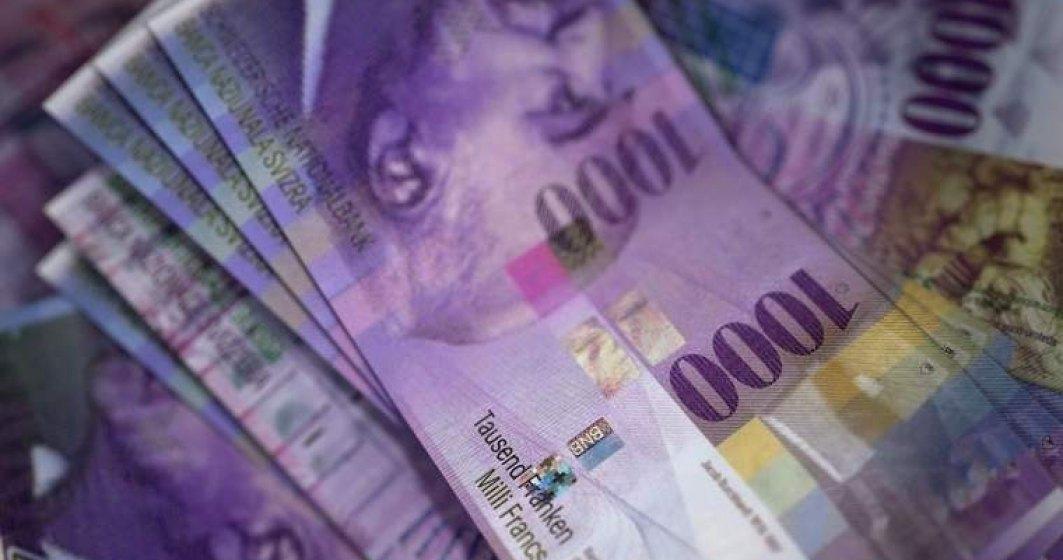 Clientii cu credite in franci elvetieni protesteaza in fata sediilor ANPC, BNR si OTP Bank