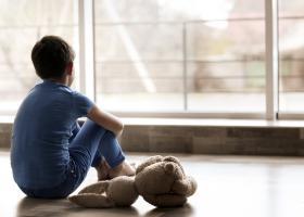 Peste 12.500 de copii din România au ambii părinți plecați la muncă în...