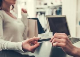 Studiu: Mulți consumatori evită magazinele unde nu pot plăti contactless cu...