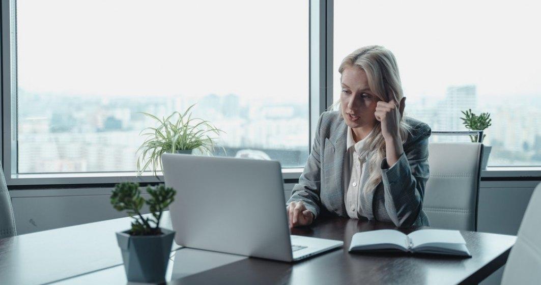 Studiu EY: Peste jumătate dintre salariații de la nivel global și-ar da demisia dacă nu li se oferă flexibilitate după pandemie