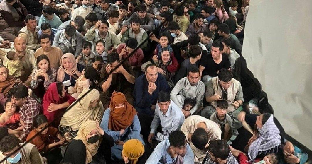 Haosul evacuării afganilor: copiii duși într-o țară, mama în altă țară și tatăl tot în alta