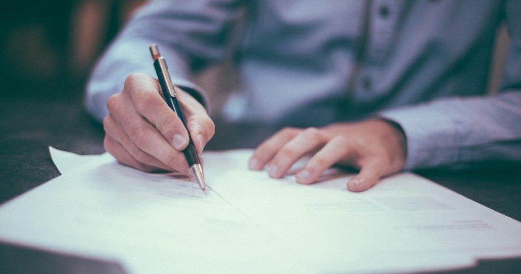 Scrisoare de recomandare pentru un angajat în 2021: Asul din mânecă la angajare