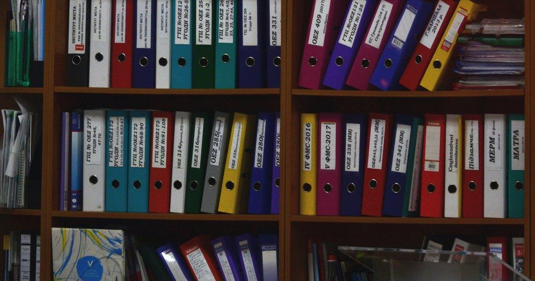 Sute de mii de români aflați în șomaj tehnic nu sunt asigurați la Casa de Sănătate din cauza unui formular