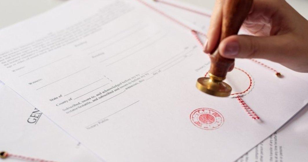 Poate tehnologia din spatele criptomonedei bitcoin sa inlocuiasca notarii din Romania? Ce spun avocatii