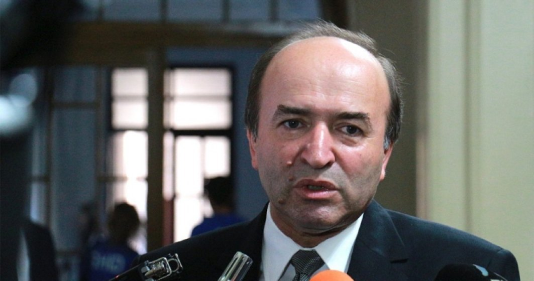 Tudorel Toader, care s-ar afla pe lista ministrilor remaniabili, a plecat in concediu