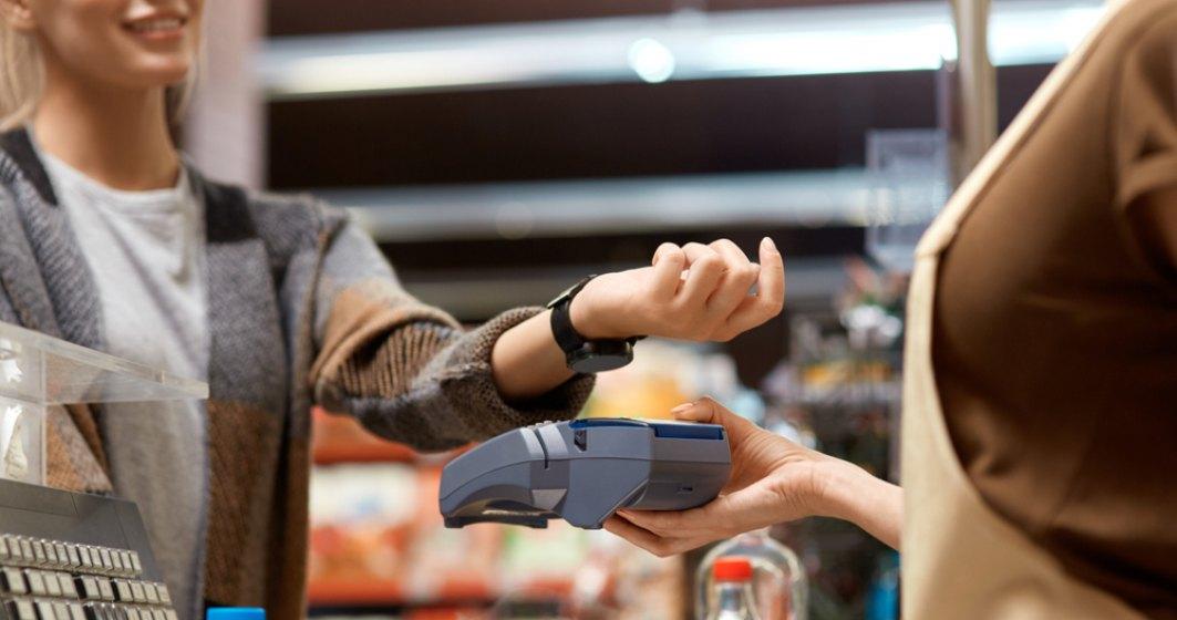 Alpha Bank lansează plățile prin ceasurile inteligente Garmin și Fitbit; doar cardurile Visa vor putea fi înrolate